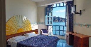 Почивка в  ИТАЛИЯ - СИЦИЛИЯ, хотел Sporting Baia 4* - Специална ваканционна програма за 55+ и приятели - със самолет и обслужване на български език! Гарантирани места!